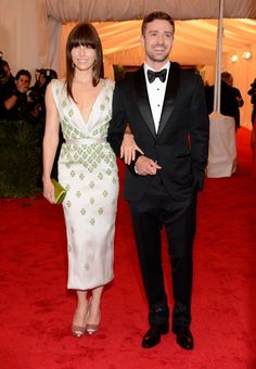 Jessica Biel in Prada and Justin Timberlake in Tom Ford 2012 Costume Institute Gala Red Carpet Justin Timberlake, Jessica Biel And Justin, Sarah Jessica Parker, Celebrity Couples, Celebrity Style, Celebrity Weddings, Beyonce, Rihanna, Met Gala Red Carpet
