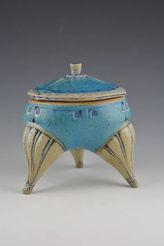 Footed vessel Ceramic Boxes, Ceramic Clay, Ceramic Pottery, Ceramics Projects, Clay Projects, Slab Boxes, Clay Box, Baking Clay, Pinch Pots