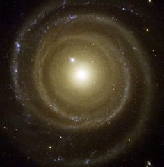 Credit: NASA - This color image of NGC4622 shows the strong inner counter-clockwise outward winding single arm and the strong outer clockwise outward winding pair of arms.