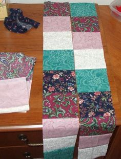Easy to follow Trip Around the World quilt tutorial using strips