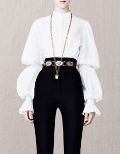 Alexander Mcqueen love this aristocratic look Look Fashion, High Fashion, Fashion Outfits, Womens Fashion, Fashion Design, 90s Fashion, Looks Street Style, Drawing Clothes, Character Outfits