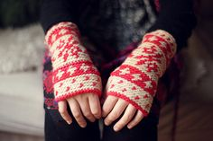 Wrist Warmers in coral by ameskeria
