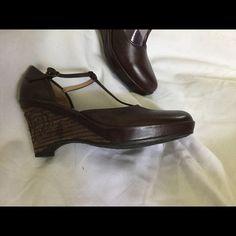 Clarks Artisan Shoe⚡️⚡️SOLD⚡️ Clark brown shoe, pretty embroidered heel.MaryJane Style.3 inch heel.NWOT Clarks Shoes