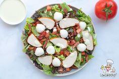 Deze gerookte kip salade met spekjes is super lekker om te eten als lunch of diner. De salade is koolhydraatarm, glutenvrij en keto proof! #koolhydraatarm #salade #keto