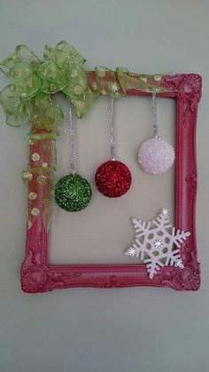 60 DIY Picture Frame Christmas Wreath Ideas that totally fits your Budget - Hike n DIY Picture Frame Christmas Wreath Ideas that totally fits your Budget - Hike n Dip Modern Arrangements with Frame Versions By placing your photos . Christmas Picture Frames, Christmas Frames, Christmas Pictures, Christmas Projects, Christmas Ornaments, Picture Frame Wreath, Picture Frame Crafts, Holiday Wreaths, Holiday Crafts