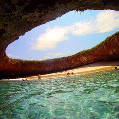 Playa escondida en Punta Mita, Mexico