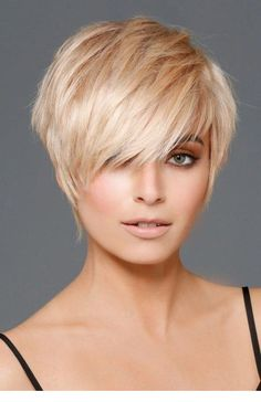 Tips regarding amazing looking women's hair. Your hair is usually what can easily define you as an individual. To several individuals it is usually vital to have a great hair do. Hairstyle Yourself Blonde Pixie Cuts, Short Blonde, Blonde Hair, Short Hair Styles Easy, Short Hair Cuts For Women, Edgy Short Hair Styles, Pixie Styles, Short Cuts, Prom Hairstyles For Short Hair