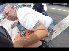 Pareja de motoristas es atacada por un perturbado en un semáforo - TVEstudio