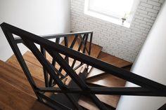 URZĄDZAMY SIĘ, SCHODY, SINGER I NIETYPOWY WIESZAK! – Miss Ferreira Staircase Interior Design, Railing Design, Staircase Metal, Stair Well, Buy My House, Staircase Remodel, Modern Stairs, Cabin Kitchens, Home Budget