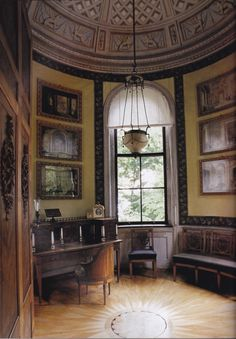 "Room in Peacock Island. Image from ""The World of Interiors"" April 2004 Ed."