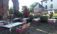 Bei schönes Wetter wird im Kloster Hornbach natürlich im freien gefrühstückt!