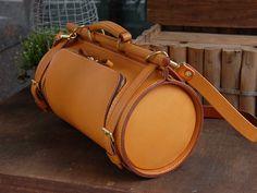 一目見て他とは違うドラム型の総革2wayショルダーバッグ「革鞄のHERZ公式通販」