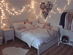 Creative ways Fairy lights bedroom ideas teen room decor - Schlafzimmer Ideen Color Photos Youngsters require their very own space in their room. The bed is Room Makeover, Bedroom Makeover, Room Inspiration, Room Decor, Bedroom Decor, Girl Bedroom Decor, Aesthetic Bedroom, Dream Rooms, Fairy Lights Bedroom