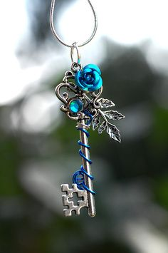 Blue Winter Rose Key Necklace by KeypersCove on Etsy - Talia G. Key Jewelry, Cute Jewelry, Jewelry Accessories, Jewellery, Cles Antiques, Pinterest Jewelry, Accesorios Casual, Winter Rose, Magical Jewelry