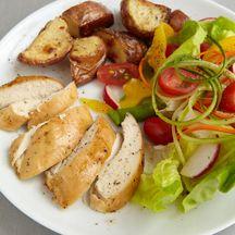 Asado de pollo y ensalada