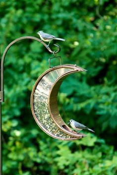 mangeoire oiseaux en forme de lune décroissant déco extérieure