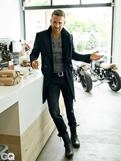 Photos: Ryan Reynolds Shows Us How to Be the Most Stylish Dad on the Block – Sexy *-* – Men Mode Masculine, Style Ryan Reynolds, Ryan Reynolds Haircut, Tom Ford T Shirt, Stylish Men, Men Casual, Casual Boots, What To Wear Today, How To Wear
