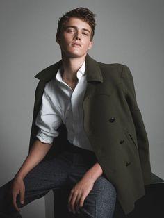 Billy Vandendooren chez Be Models par Zeb Daemen - Men's fashion - Fashion Male Models Poses, Male Poses, Men Models, Pose Mannequin, Vogue Men, Men Photoshoot, Model Test, Herren Outfit, Photography Poses For Men