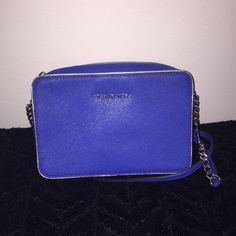 Michael Kors Crossbody Bag Used a few times practically brand new! Beautiful color. Michael Kors Bags Crossbody Bags