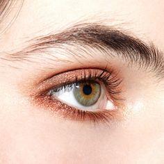 In the #beautyisboring studio… Sneak peak #behindthescenes from a recent shoot. Amazing eyebrows belong to @lilymoffett
