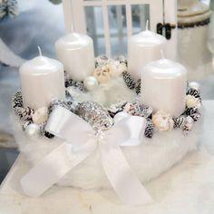 Fehér adventi koszorú #24   25cm Christmas Advent Wreath, Christmas Candle Decorations, Christmas Arrangements, Xmas Wreaths, Christmas Mood, Christmas Gnome, Christmas Candles, Christmas Crafts, Diy Weihnachten