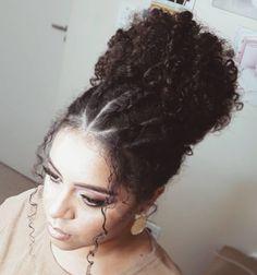 Tem um cabelo afro, mas não sabe como deixá-lo mais estiloso? Confira diversas inspirações de penteados afros para arrasar e mostrar o poder dos seus fios!