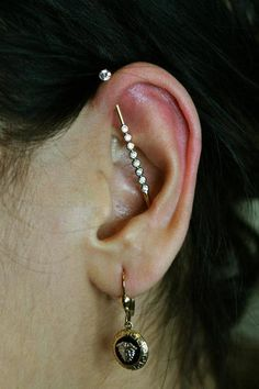 19 Ideas Piercing Industrial Vertical Ears For 2019 Tiny Stud Earrings, Simple Earrings, Cute Ear Piercings, Ears Piercing, Helix Piercings, Industrial Piercing Jewelry, Industrial Barbell, Industrial Design, Gold Bridal Earrings