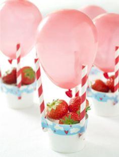 Gezonde traktatie: luchtballon met aardbei   Healthy treats: hot air balloon with strawberries