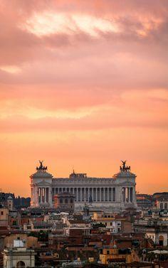 Tramonto sull'Altare della Patria, Roma, Italia