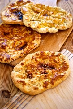 Pide, receta de pan turco Batch Cooking, Just Cooking, Pan Dulce, Our Daily Bread, Pan Bread, Turkish Sweets, Butter Recipe, Turkish Recipes, Dinner Rolls