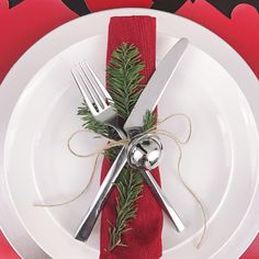 Looking for inspiration for your holiday table? This is an easy and chic Christmas place setting. Click to see details on this bold, yet elegant, red, white, and silver Christmas table decor on FabEveryday.com. This holiday tablescape features bold, elk die-cut Wildly Wald Placemats. Don't forget to pin this one!