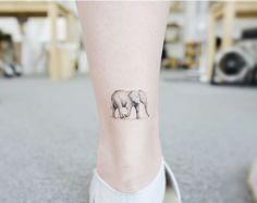 Tatuaje de elefante en el tobillo para mujeres