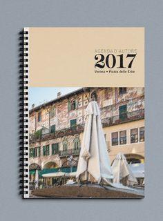 Agenda Settimanale o Giornaliera 2017 di Officina Grafica Editoriale con foto d'autore Piazza Erbe Verona di P. Varga in carta recliclata