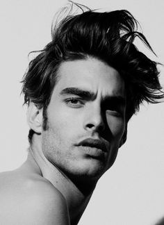 Jon Kortajarena is a Spanish male model known for his peculiar fashion sense. Jon Kortajarena's hair and hairstyles revolve around long hair and a messy but polished look. Jon Kortajarena, Face Men, Male Face, Top Model Homme, Haircut Pictures, Toni Mahfud, Male Beauty, Cute Guys, Gorgeous Men