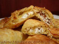 Bladerdeeghapjes met geitenkaas, appel, walnoot en honing (www.tapas-recepten.nl)