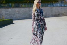 The graphic twist of Lala Rudge in Burberry learn more about the look on www.thestreetmuse.it