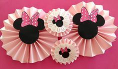 Rosetas minnie Minie Mouse Party, Minnie Mouse Birthday Theme, Minnie Mouse Baby Shower, Minnie Mouse Pink, Baby Mouse, Mickey Mouse Cupcakes, Decoration Minnie, Birthday Decorations, Mouse Parties