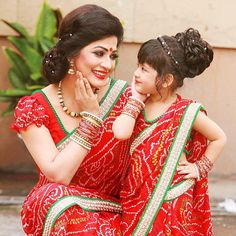 The Trending Mother And Daughter Matching Dresses - ArtsyCraftsyDad Mom Daughter Matching Dresses, Mother Daughter Poses, Mom And Baby Dresses, Mother Daughter Fashion, Mother Daughters, 2 Instagram, Mother And Baby, Suits, Indian Sarees