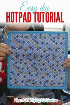 This Easy DIY Hot pad tutorial is a quick and simple project you can make for friends or family that they will use over and over. The fabric combinations are endless and you can personalize them for each person. Use this free pattern to make some today. Sewing Hacks, Sewing Tutorials, Sewing Patterns, Sewing Ideas, Quilting Patterns, Sewing Tips, Fabric Crafts, Sewing Crafts, Diy Crafts