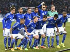 Schalke's players pose for the team photo prior to the UEFA Champions League second leg Group G football match FC Schalke 04 vs Chelsea FC in Gelsenkirchen, western Germany, on November 25, 2014