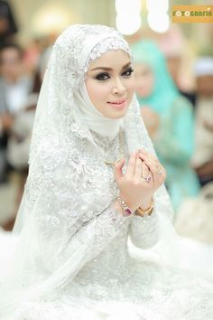 Lace/bejewelled inner under hijab Muslimah Wedding Dress, Muslim Wedding Dresses, Muslim Brides, Muslim Dress, Bridal Dresses, Dress Muslimah, Hijab Dress, Muslim Girls, Malay Wedding Dress