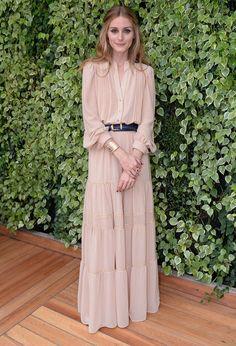 Olivia Palermo à Sao Paulo ave une robe nude Mango ceinturée à la taille