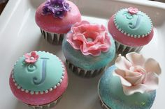 Pretty Cupcakes | pretty cupcakes were inspired by her classic vintage rose prints