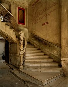 La Habana Cuba Photography Abandoned Buildings, Abandoned Places, Abandoned Mansions, City Museum, American Poets, Havana Cuba, Stairway To Heaven, What Is Like, Architecture Details