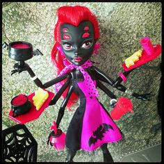 monster high dolls wydowna spider doll best waitress ever!