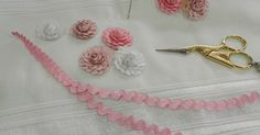 Hand Embroidery Flowers, Flower Embroidery Designs, Ribbon Embroidery, Embroidery Stitches, Paper Flowers Wedding, Paper Flowers Diy, Fabric Flowers, Quilt Patterns Free, Applique Patterns
