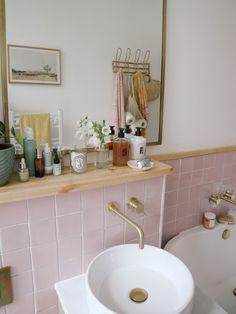 Retro Bathrooms, Complete Bathrooms, Pink Bathroom Decor, Bathroom Interior, Bathroom Ideas, Small Bathroom, Retro Renovation, Bathroom Renovations, Remodel Bathroom