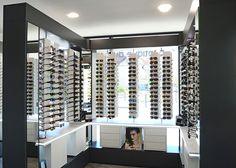 3dcedaee595786 Présentoirs - Agencement du magasin d optique du grand vitrail (57) par jcda