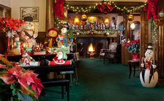 Decorated for the holidays at Stonehurst Manor in North Conway, New Hampshire. #holidays