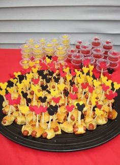 ideas for birthday table snacks mickey mouse Mickey 1st Birthdays, Mickey Mouse First Birthday, Mickey Mouse Baby Shower, Mickey Mouse Clubhouse Birthday Party, 2nd Birthday, Birthday Table, Theme Mickey, Fiesta Mickey Mouse, Mickey Mouse Parties